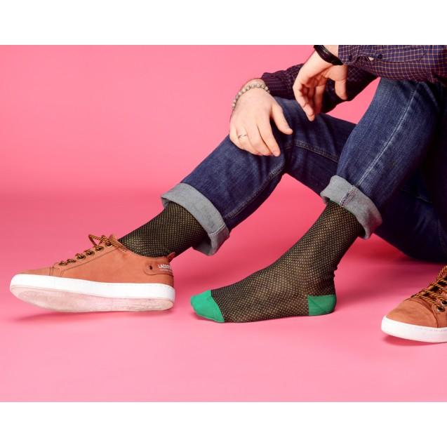 Мужские носки в горох с зеленым носком и пяткой