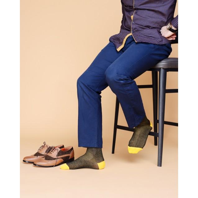 Мужские носки в горох с желтым носком и пяткой