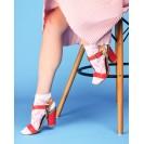 Женские носки белого цвета с розовыми веточками